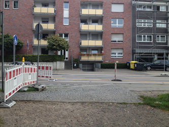 Verbindungsweg trifft auf Baustellenbereich