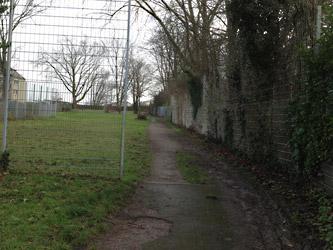 Zwischen Friedhof und Spielwiese